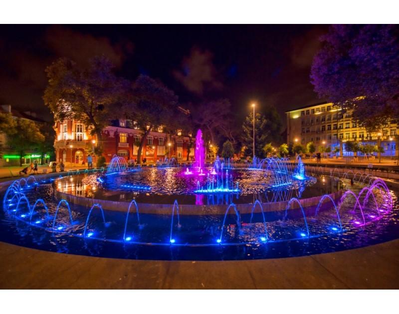 Der Springbrunnen auf dem Platz Nezavisimost