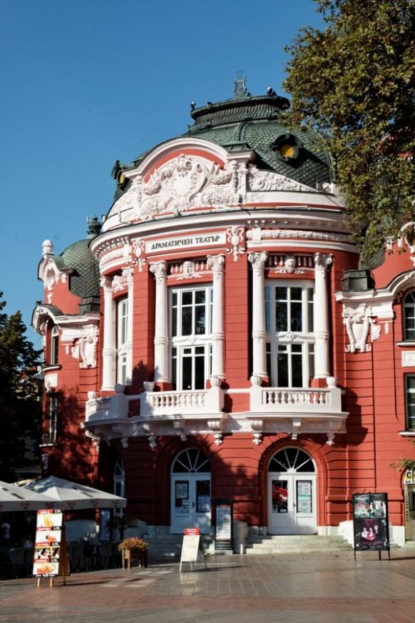 """Програма на драматичен театър """"Стоян Бъчваров"""" за месец февруари"""