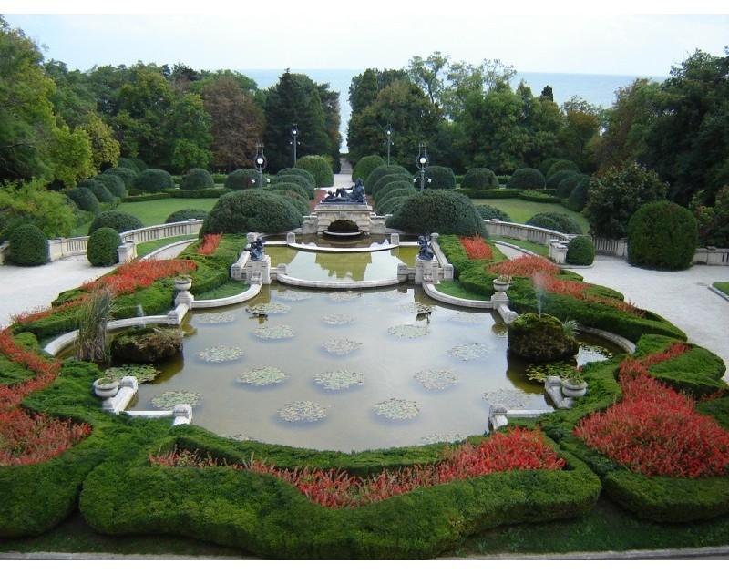 Резиденция Евксиноград - езерото с лилиите