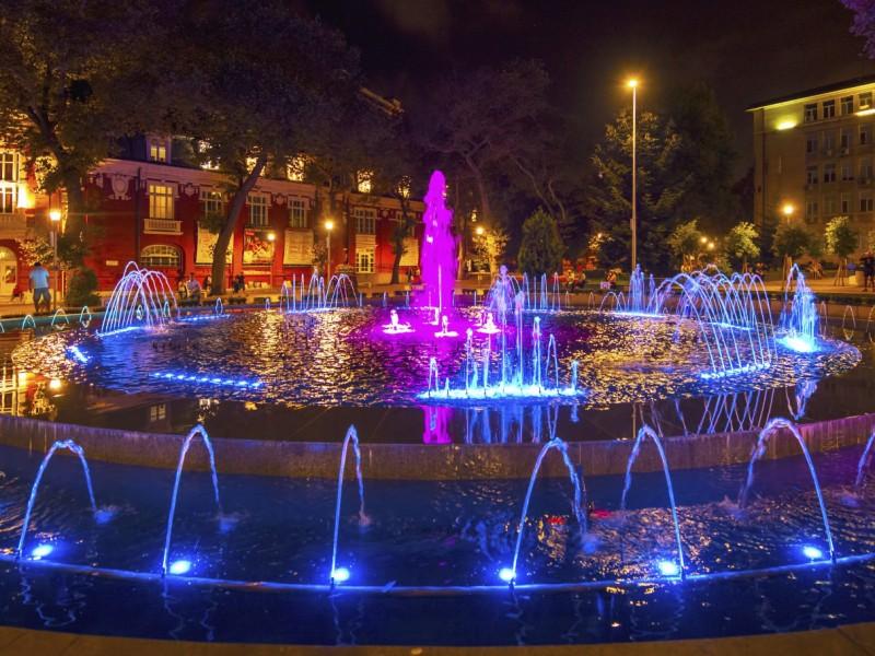 """Les fontaines sur la place """"Nezavisimost"""""""