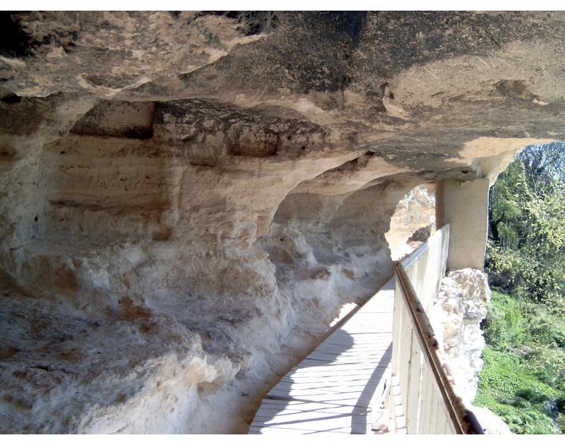 Аладжа манастир - монашески килии