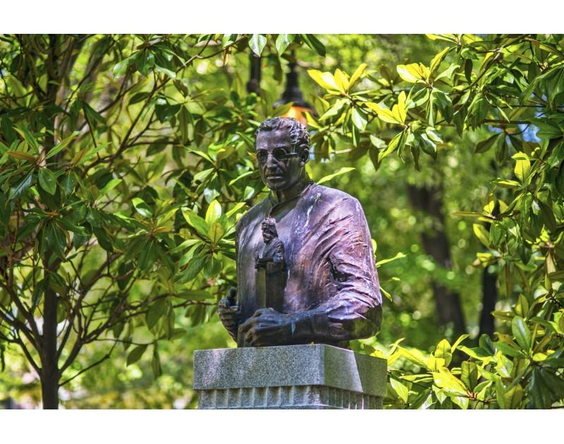 Паметник на скулптора Кирил Шиваров