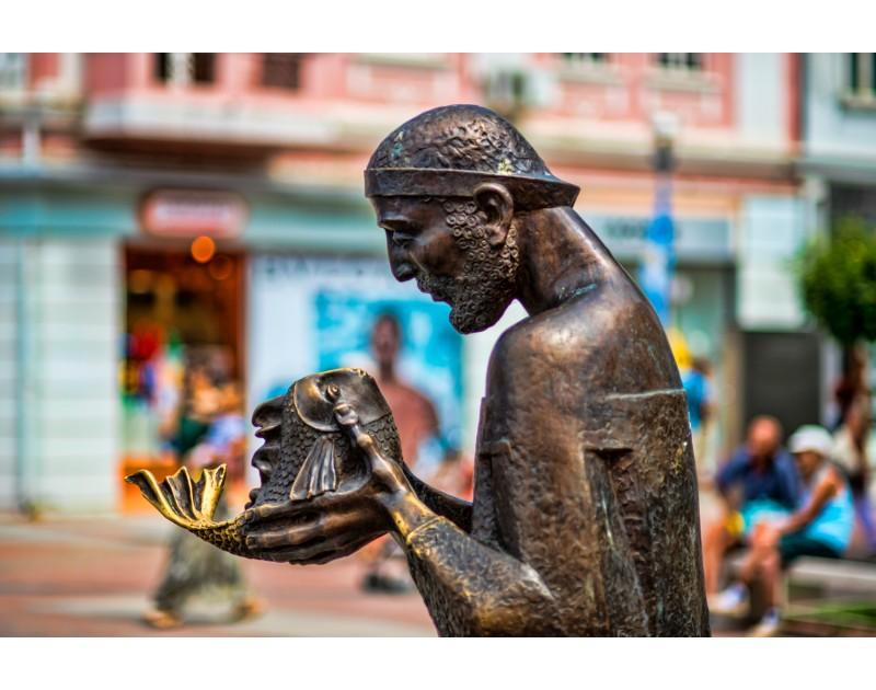 Скулптура Рибарят и златната рибка