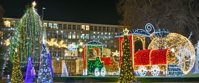 Aprinderea luminilor pomului de Crăciun al orașului