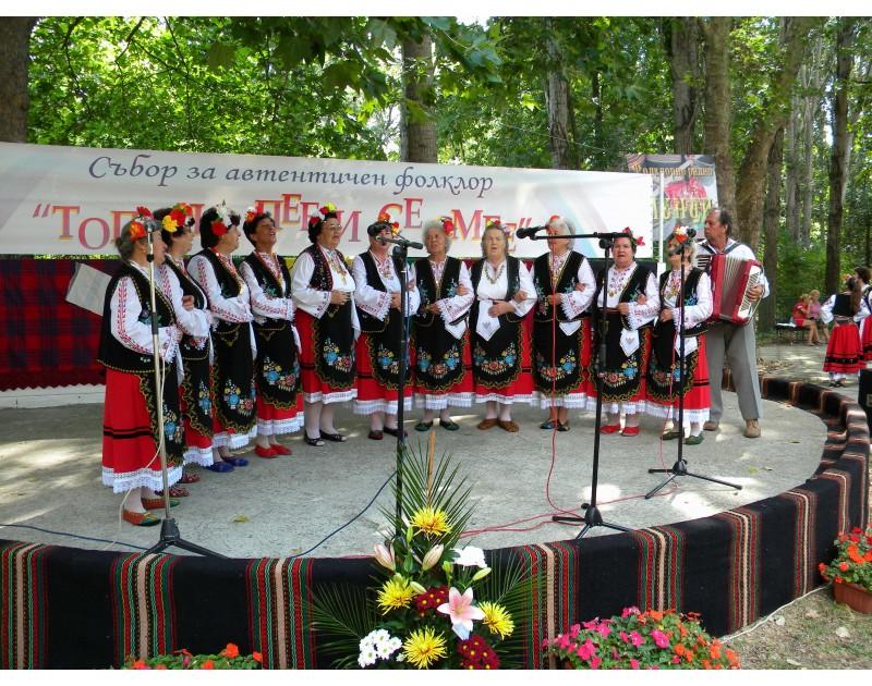 VIII Национален събор за автентичен фолклор Тополи пее и се смее