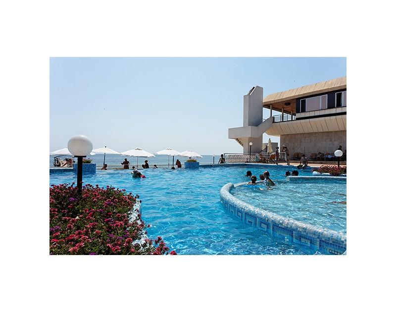 Sunny Day - Marina Pool