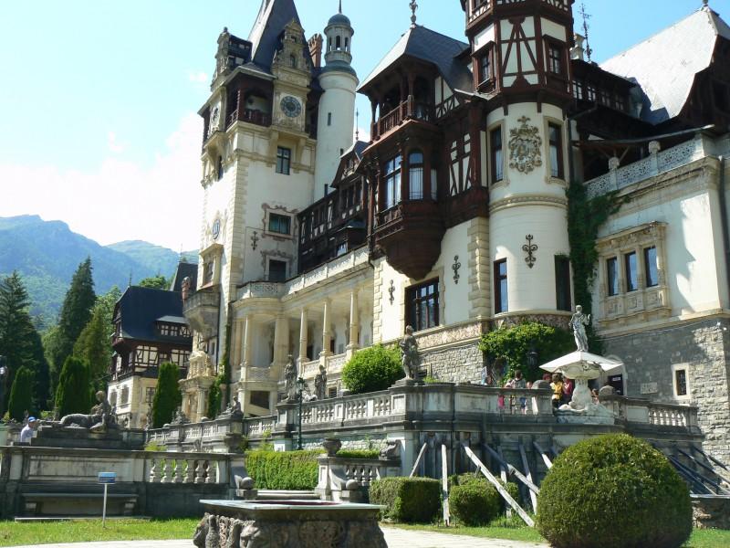 Екскурзия Румъния- Букурещ - замъка на Дракула - Брашов- замъка Пелеш Майски празници