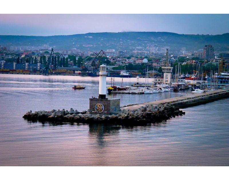 Leuchtturm am Varnaer Hafen
