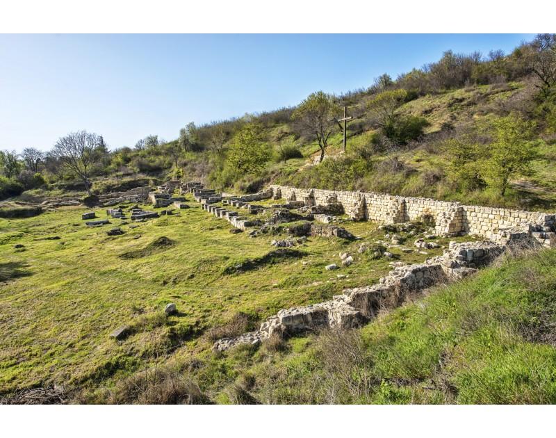 Раннохристиянски манастирски комплекс в местността Караач Теке (над кв. Възраждане)