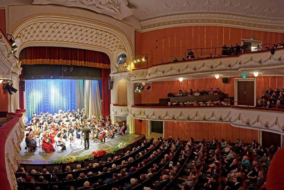Великденски фестивален афиш на Театрално-музикален продуцентски център- Варна 2018