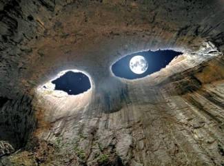 Екскурзия до пещера Проходна-Очите на Бога-Троянски манастир от Варна